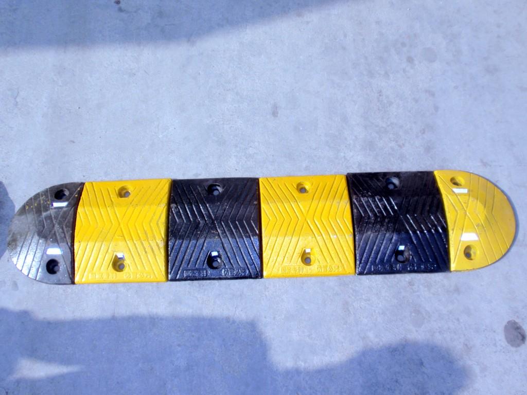 铸钢减速板D-4